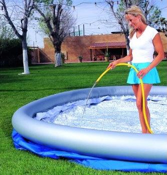 Baden met opblaasrand opbouwen bestway zwembad uw for Rechthoekig zwembad met pomp