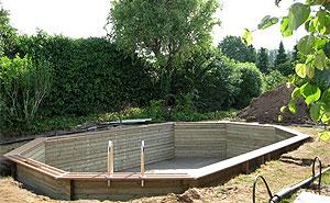 Baden inbouwen bestway zwembad uw zwembad specialist for Ondergrond zwembad tuin